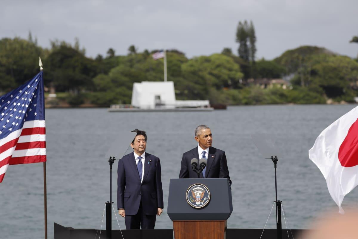 Japanin presidentti Shinzo Abe ja Yhdysvaltain presidentti Barack Obama tapasivat Havaijilla, Pearl Harborissa.