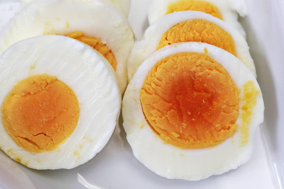 Viipaloituja kananmunia.