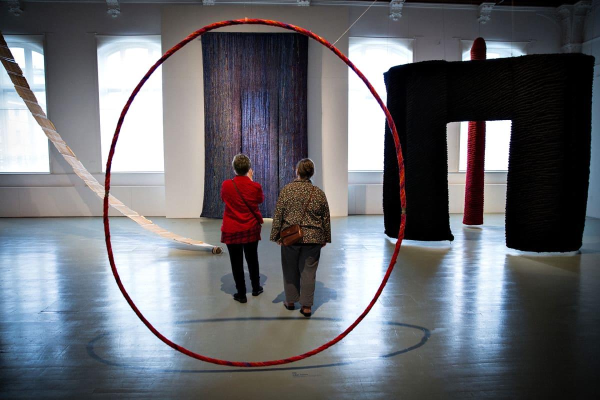 Yleiskuva Kirsti Rantasen näyttelystä Designmuseossa.