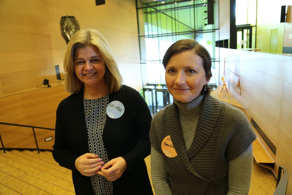 Naisten startup-tapahtumassa tuomaristossa istunut Ann-Karin Koskinen (vas.) sekä kilpailun Kotkan yhteyshenkilö Victoria Krasilshikova.