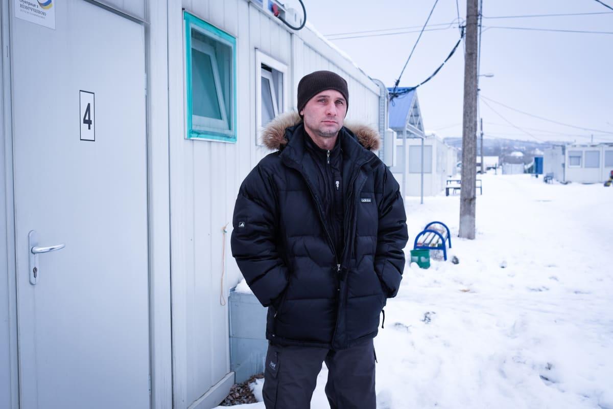 Zaporizzhyan Konttikylässä asuu 200-300 maan sisäistä pakolaista. Nikolai Bondarenko tienaa nykyisin rahaa taksikuskina.