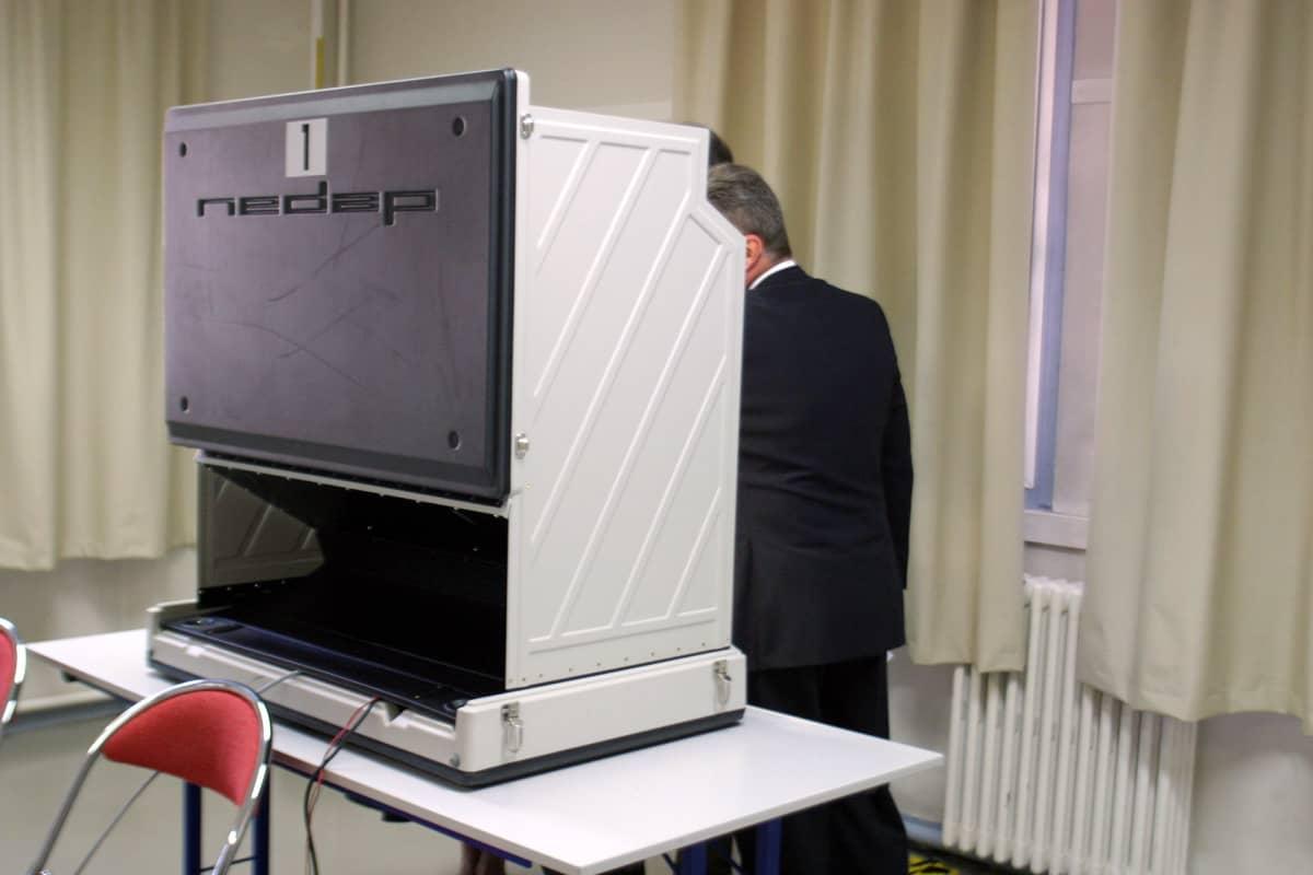 Sähköinen äänestysjärestelmä Pariisissa 2007.