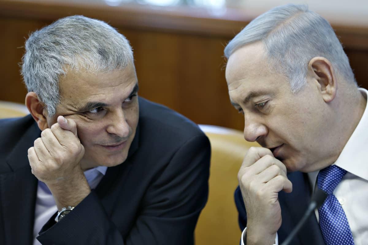Moshe Kahlon ja Benjamin Netanjahu.