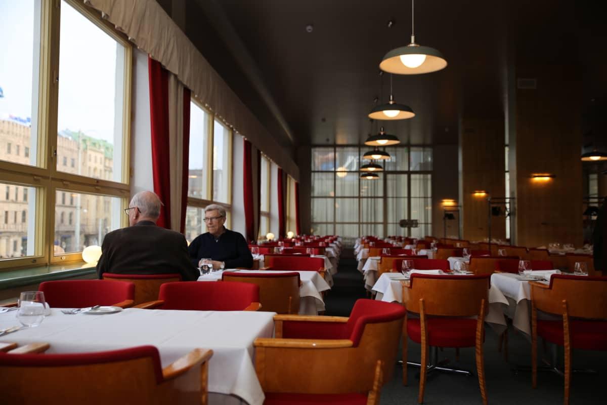 Sisäkuva Ravintola Lasipalatsin salista.