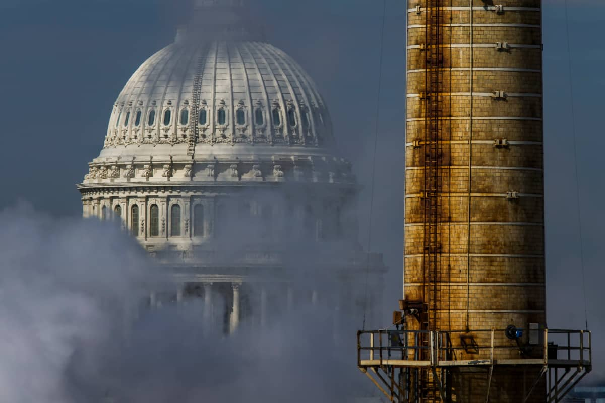 Savua nousee Capitol Kukkulan edustalla.