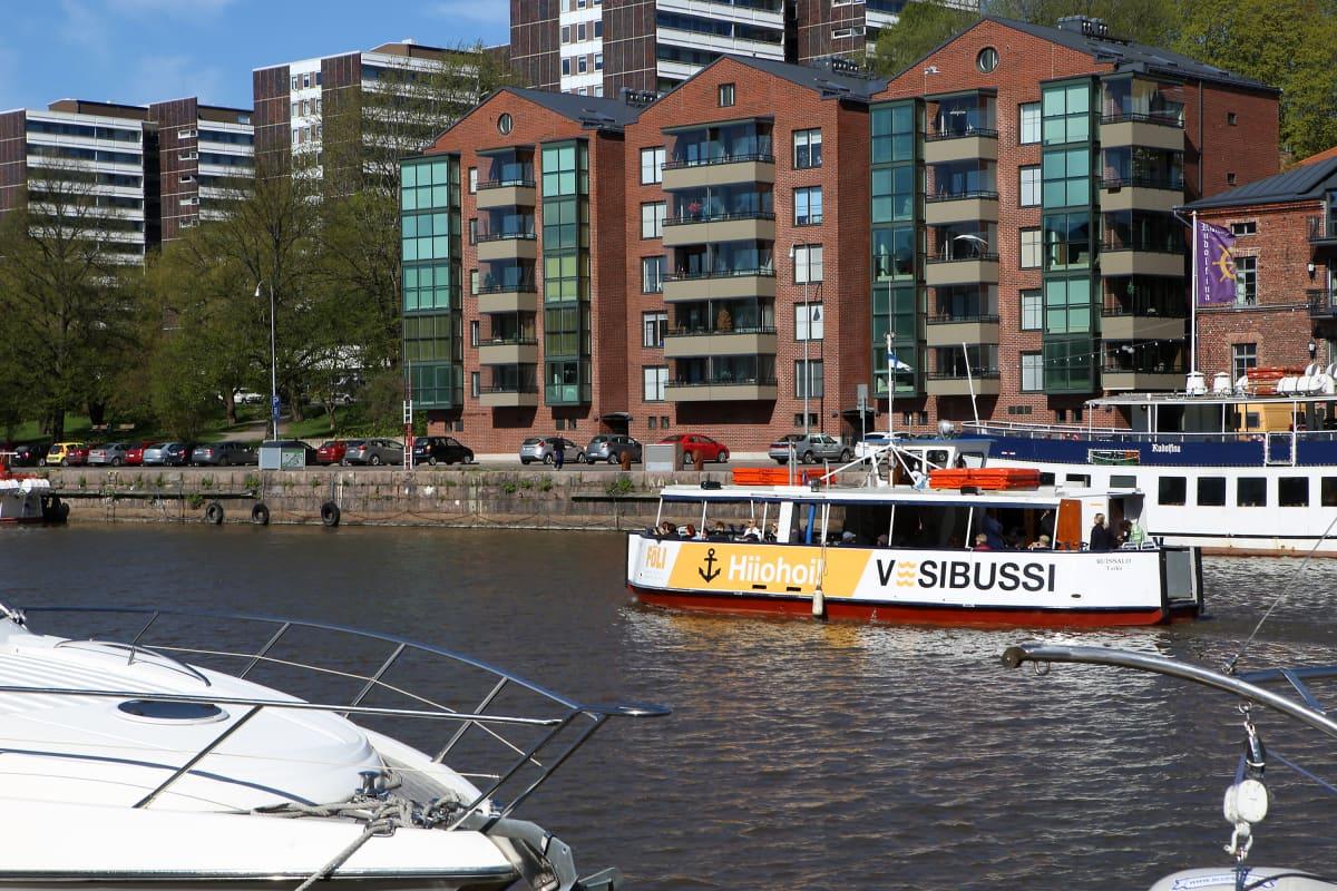 Föli-vesibussin reitiltä avautuu uusi ja vanha Turku.
