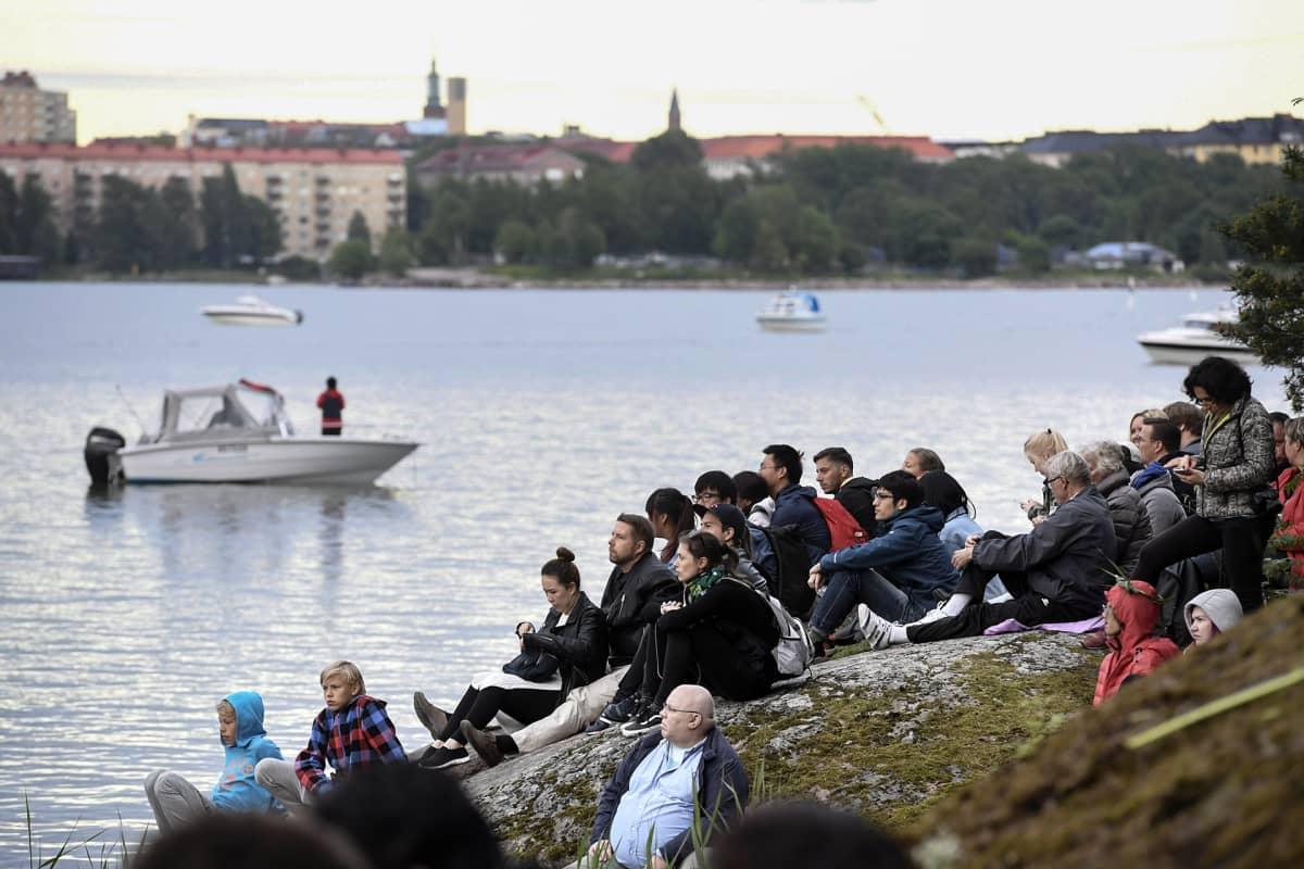 Juhannuksen viettoa Seurasaaressa Helsingissä 23. kesäkuuta