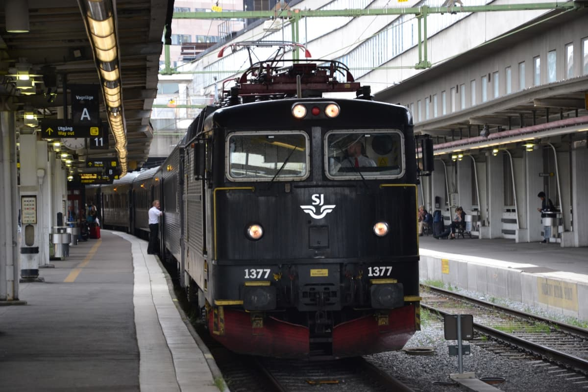Juna laiturilla 11.