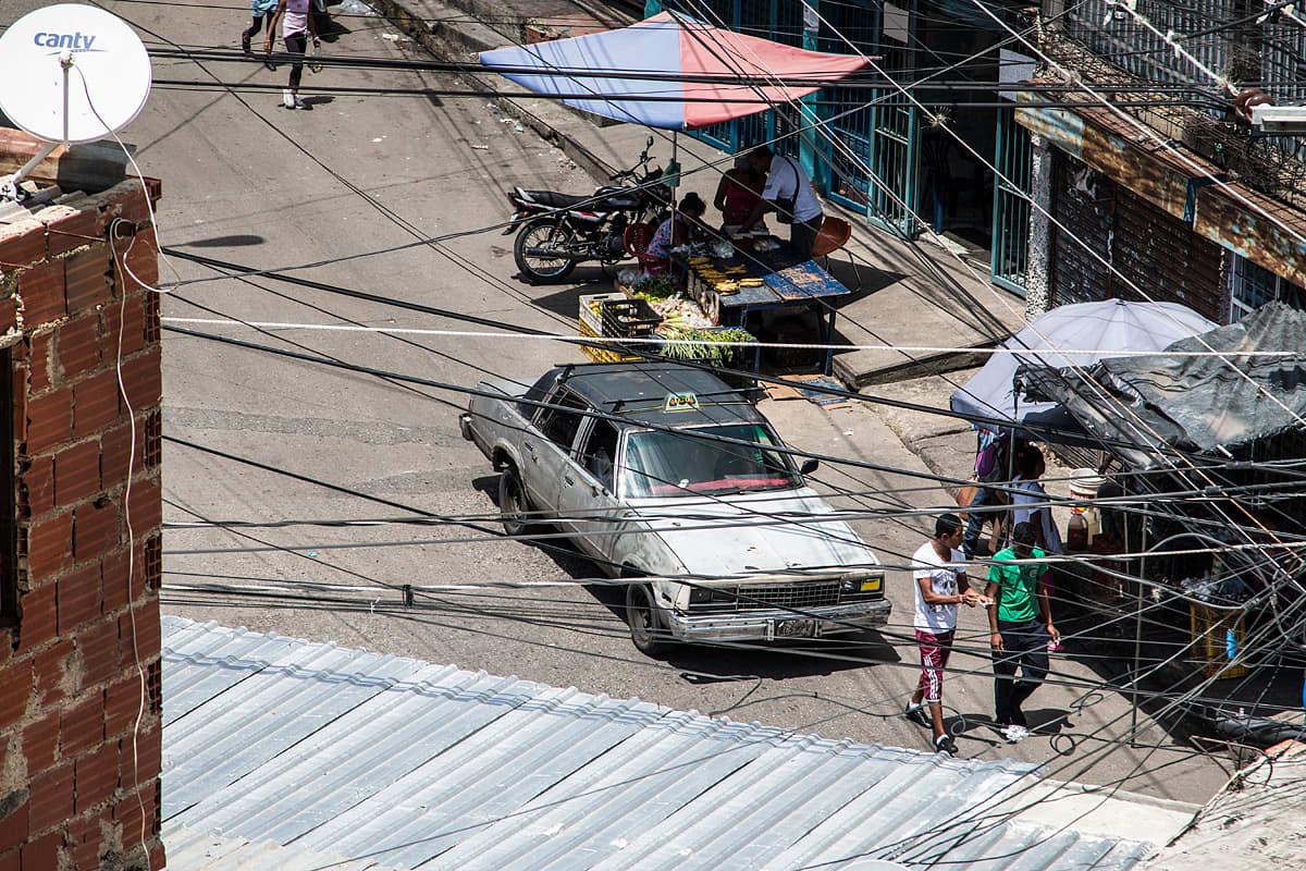 Katunäkymä Caracasissa, Venezuelassa.
