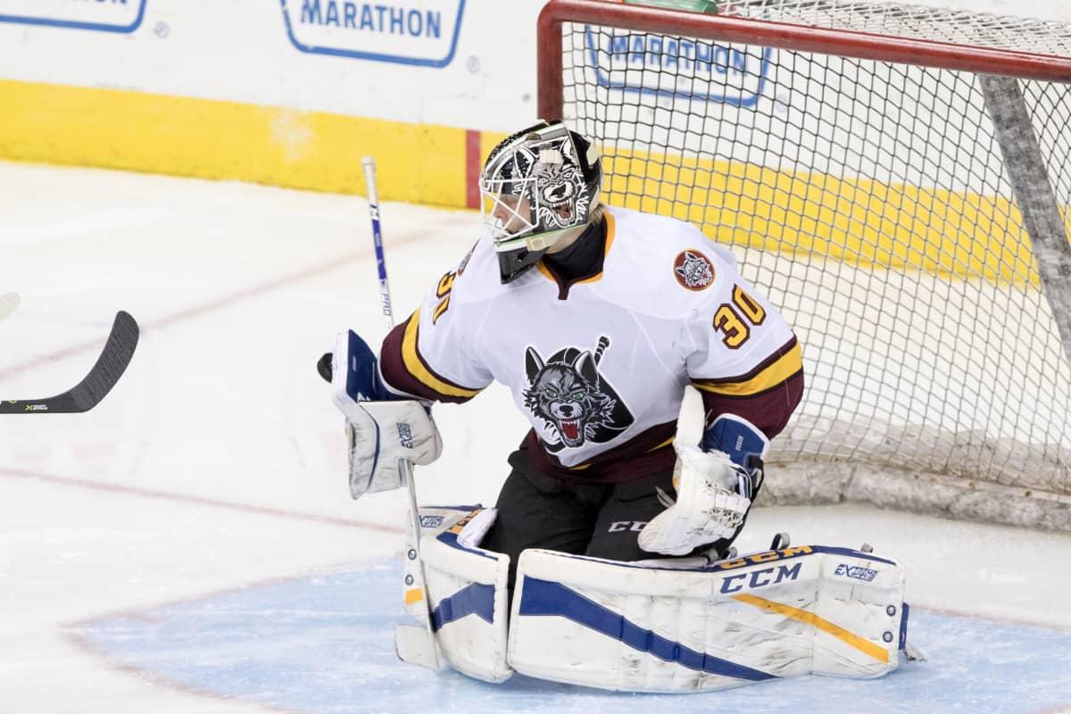 Ville Husso torjuu AHL-ottelussa