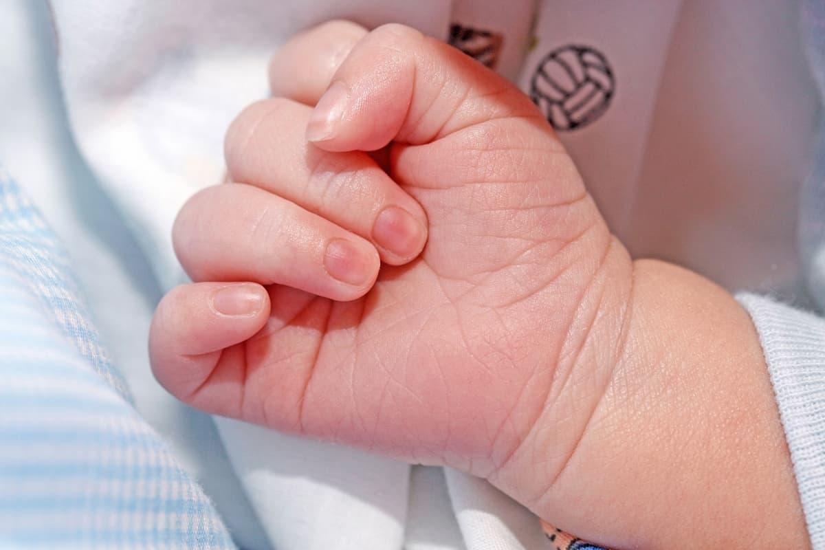 vastasyntyneen käsi