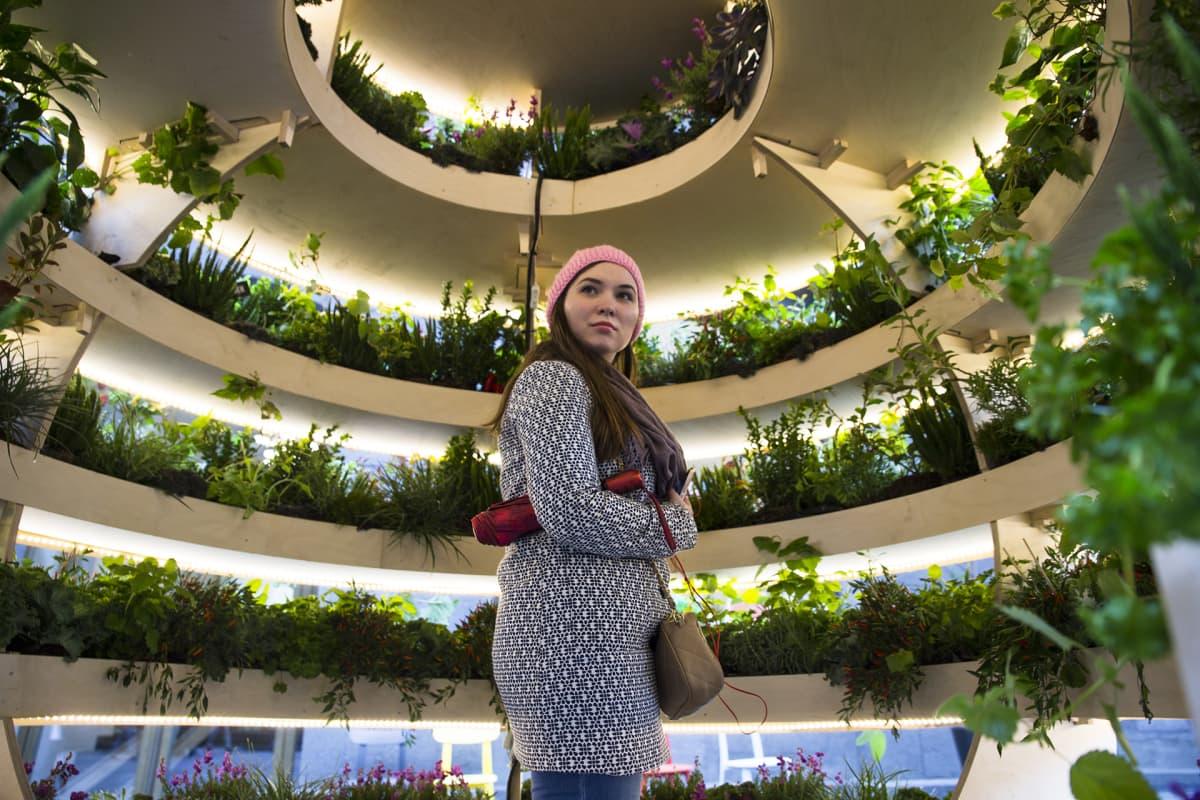 Maria Kozina The Growroom -installaatiossa.