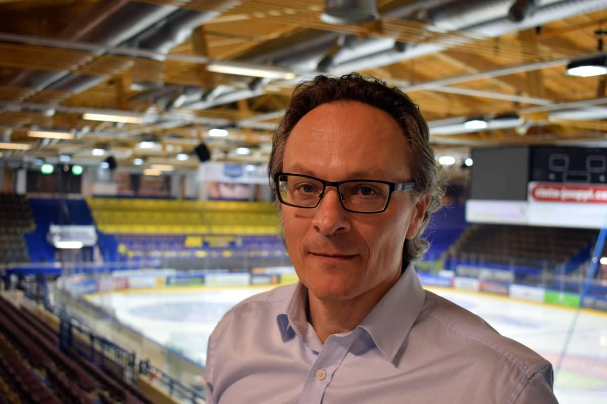 Heikki Viitikko omistaa reilun neljänneksen Jukureiden taustayhtiöstä.