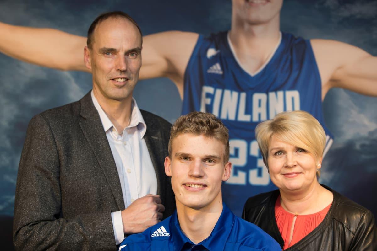 Pekka, Lauri ja Riikka Markkanen.