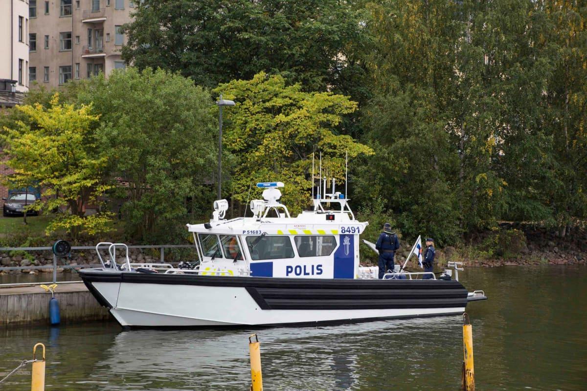 Poliisin uusi vene.