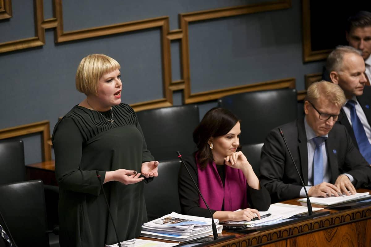 Eduskunnan suullinen kyselytunti SOTE-laista, Annika Saarikko puhuu.