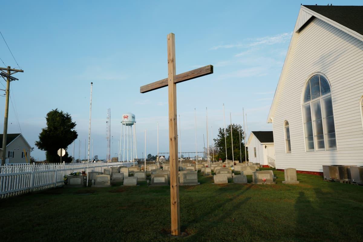 Risti kirkon pihalla Tangierissa.