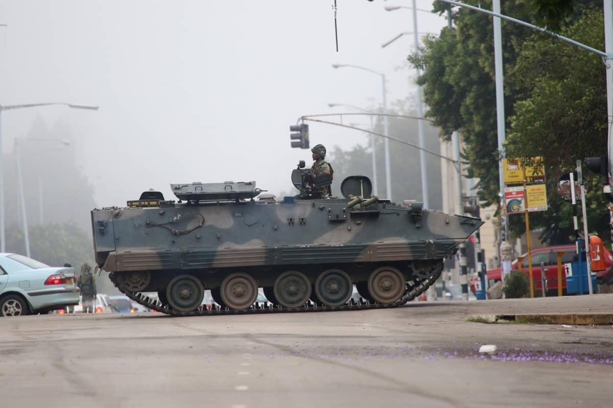 Raskas ajoneuvo Zimbabwen pääkaupungissa Hararessa.