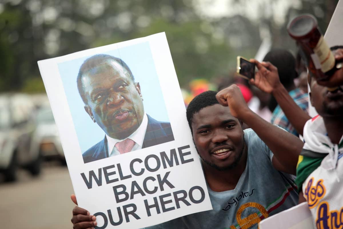 Uudeksi presidentiksi nousevaa Mnangagwaa oli vastassa satoja innokkaita kannattajia.