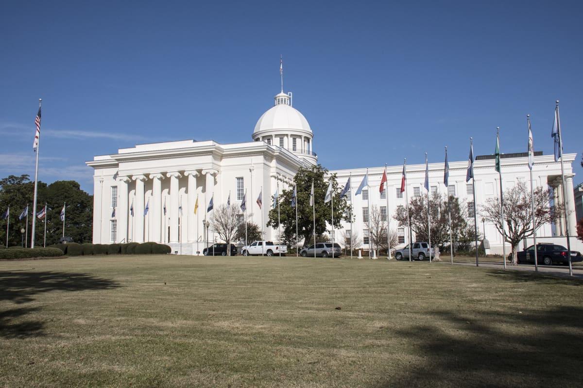 Alabaman osavaltion parlamentti on tullut tunnetuksi Yhdysvalloissa poliittisten skandaalien takia.