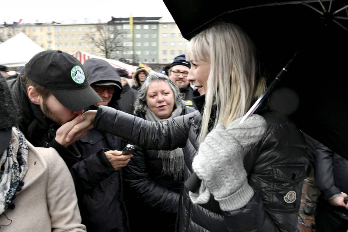 Laura Huhtasaari avasi presidentivaalikampanjansa sunnuntaina Helsingissä.
