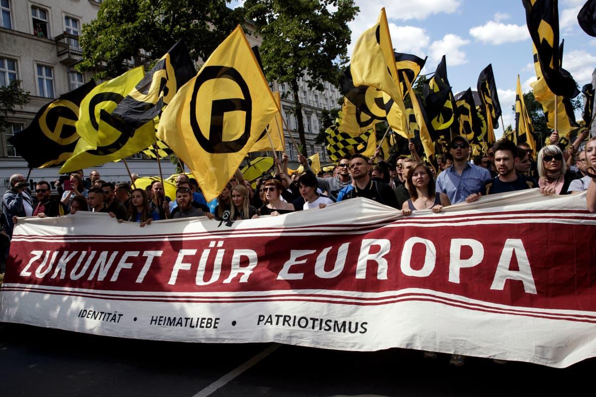 Identitaarien mielenosoitus Berliinissä heinäkuussa 2017.