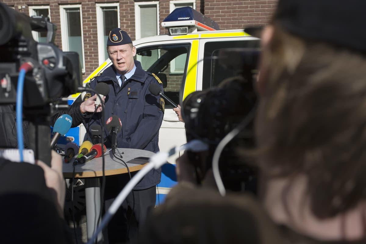 Poliisin lehdistöttilaisuus ampumistapauksesta.