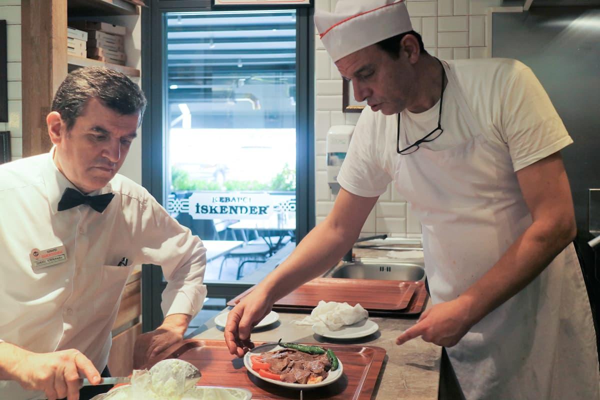 Turkissa jokaisella alueella on oma nimikkokebabinsa. Iskender kuuluu Bursaan.