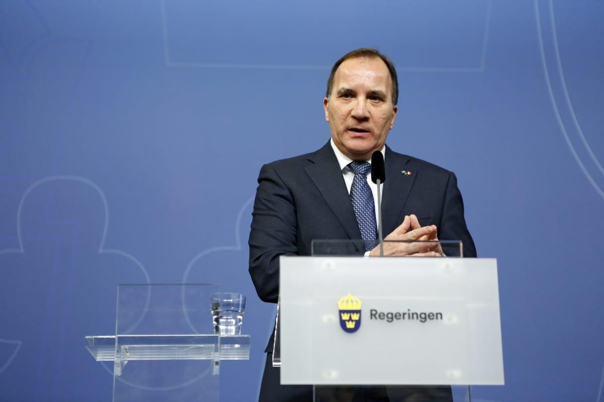Sveriges statsminister Stefan Löfven håller presskonferens.