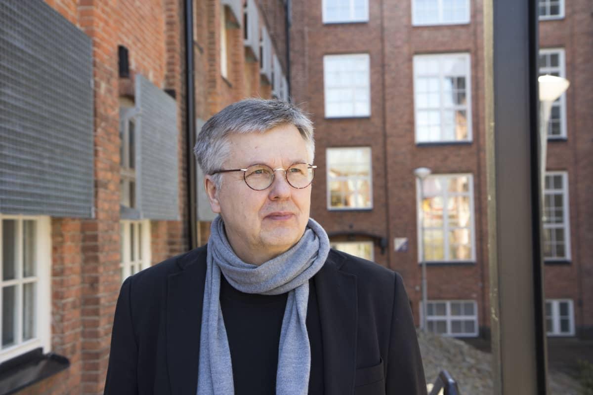 Professor emeritus Ari Salminen.