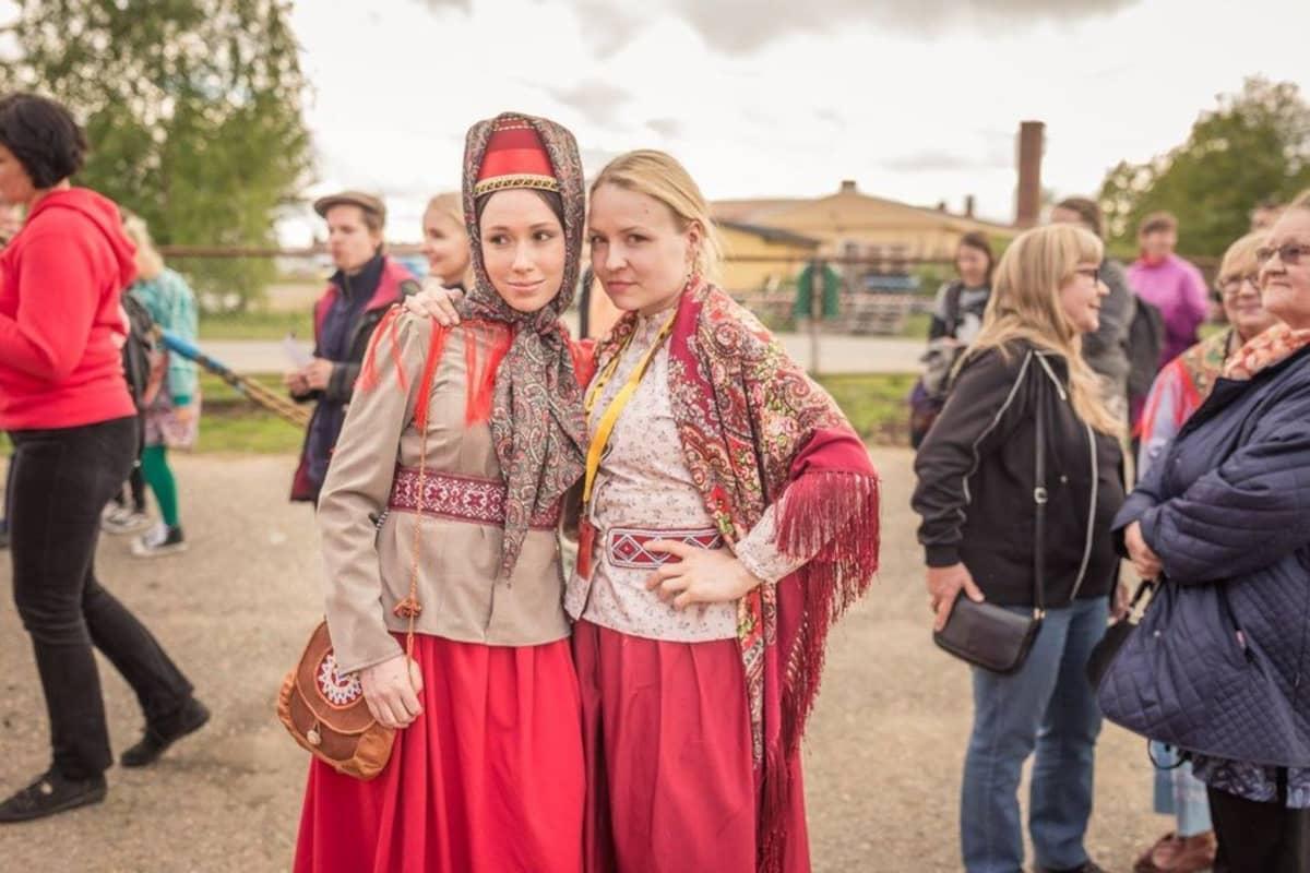 Serkukset Heidi Gauriloff ja Katja Gauriloff Sodankylän elokuvajuhlilla kesäkuussa 2016.