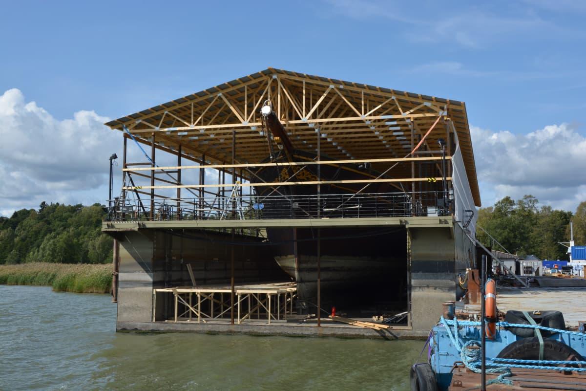 Museoalus Sigyniä korjataan Ruissalon telakalla.