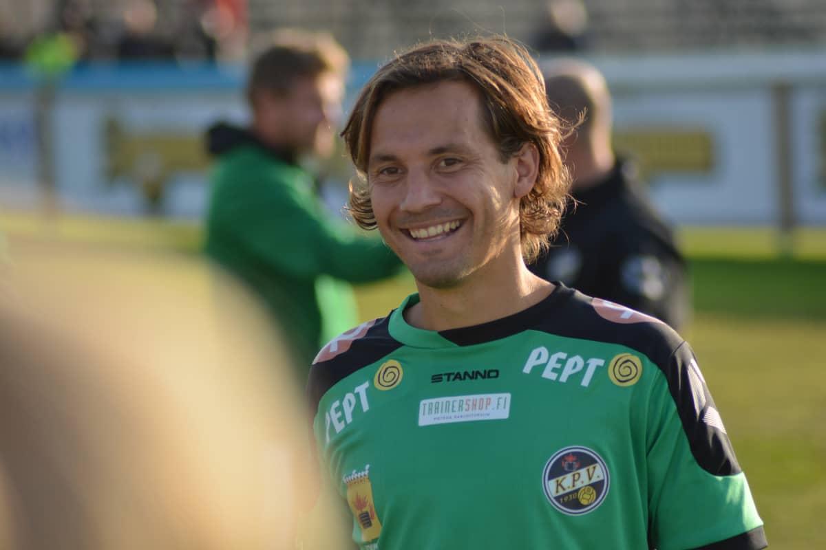 Sebastian Mannström ler efter en seger.