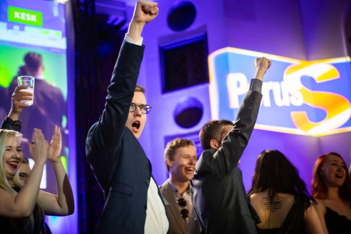 Eduskuntavaalit 2019. Perussuomalaisten vaalivalvojaiset. PS-Nuorten puheenjohtaja Asseri Kinnunen.
