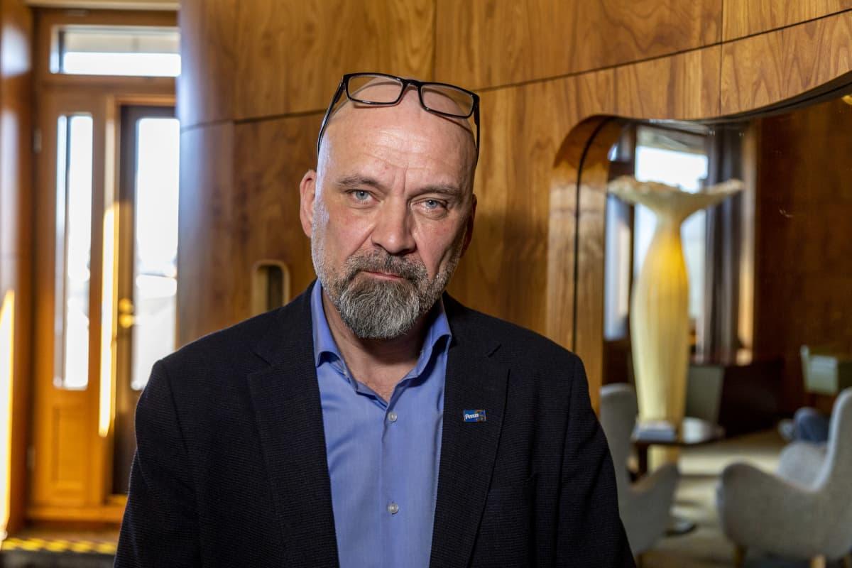 Perussuomalaisten kansanedustaja Mauri Peltokangas hotelli Vaakunassa.