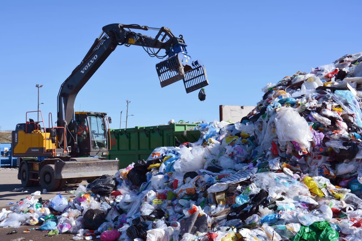Muoviroskaa käsitellään Turussa.