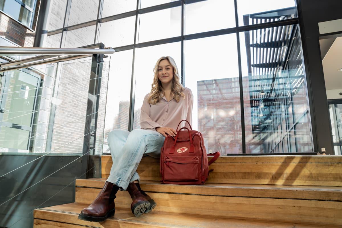 Kuvassa Haaga-Helian valmennuskurssilla opiskeleva Elli.