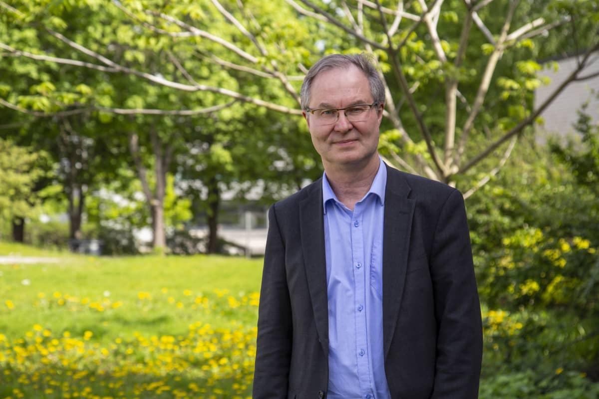 Henkilökuvassa professori Jyri Seppälä Suomen ympäristökeskuksesta
