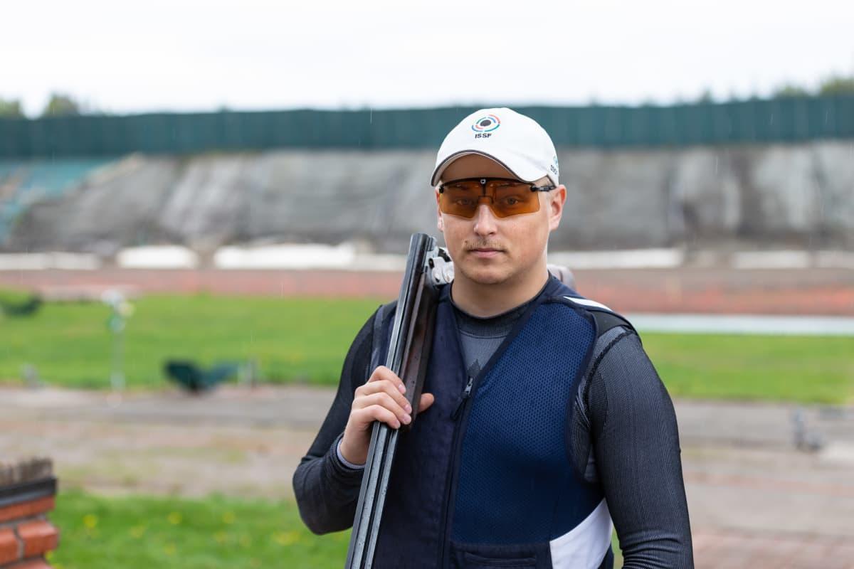 Skeet-ampuja Lari Pesonen Hälvälän ampumaradalla 26.5.2019.