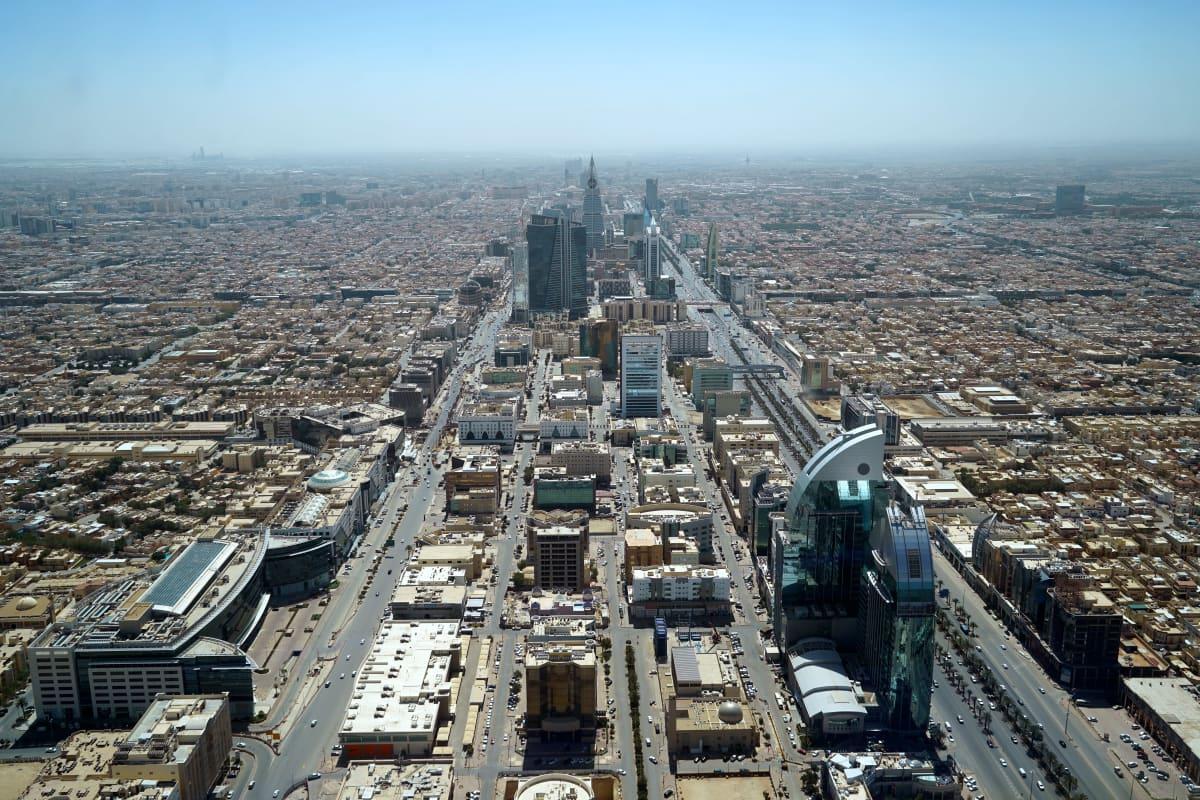 Riadin kaupunki nousee keskeltä aavikkoa.