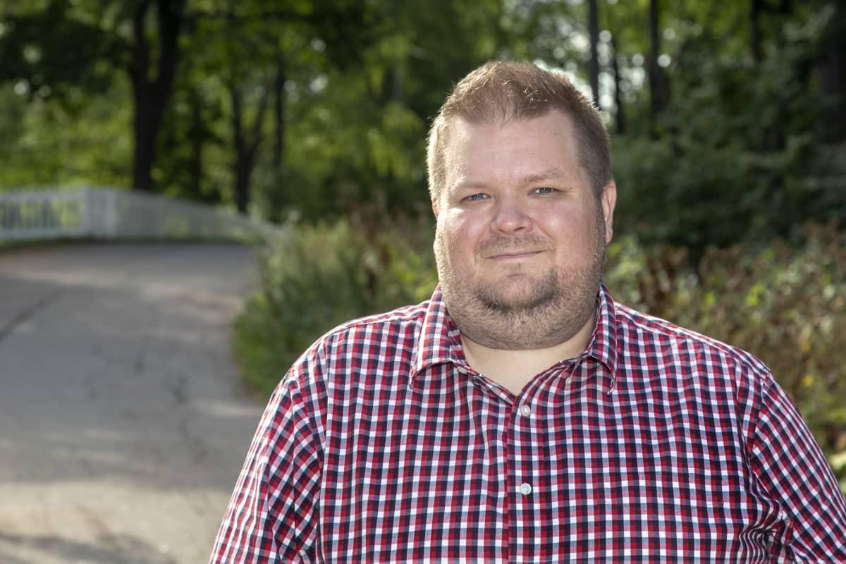 Suomen kielen opettaja Petri Valo.
