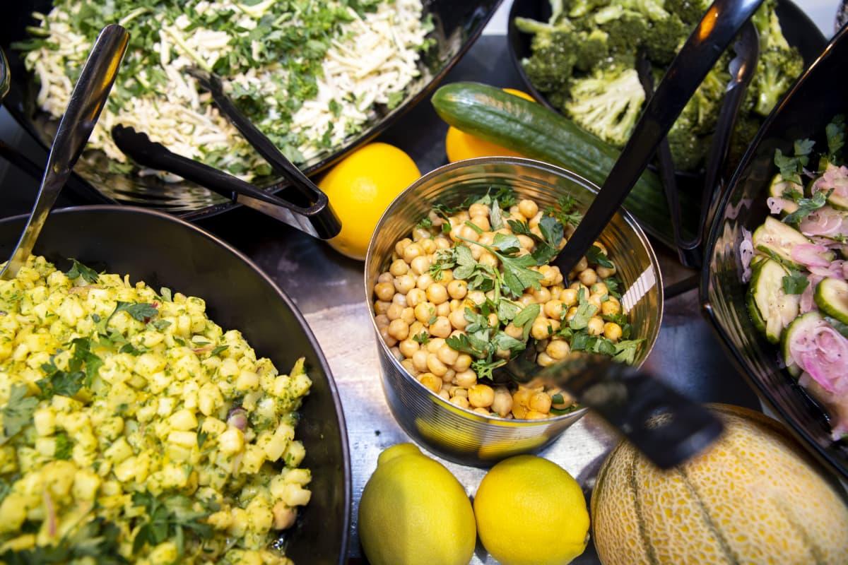 salaattipöytää fazer foodsilla