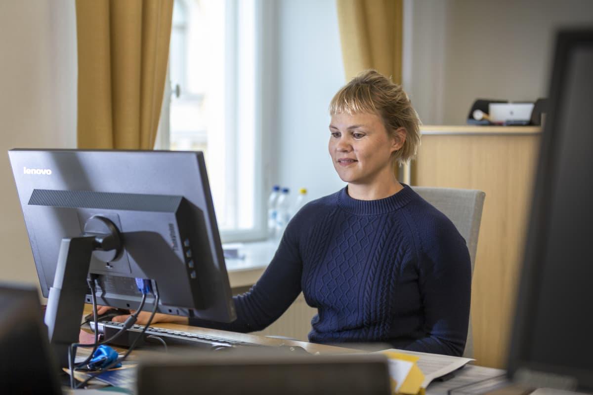 Työministerin erityisavustaja Jenni Karjalainen.