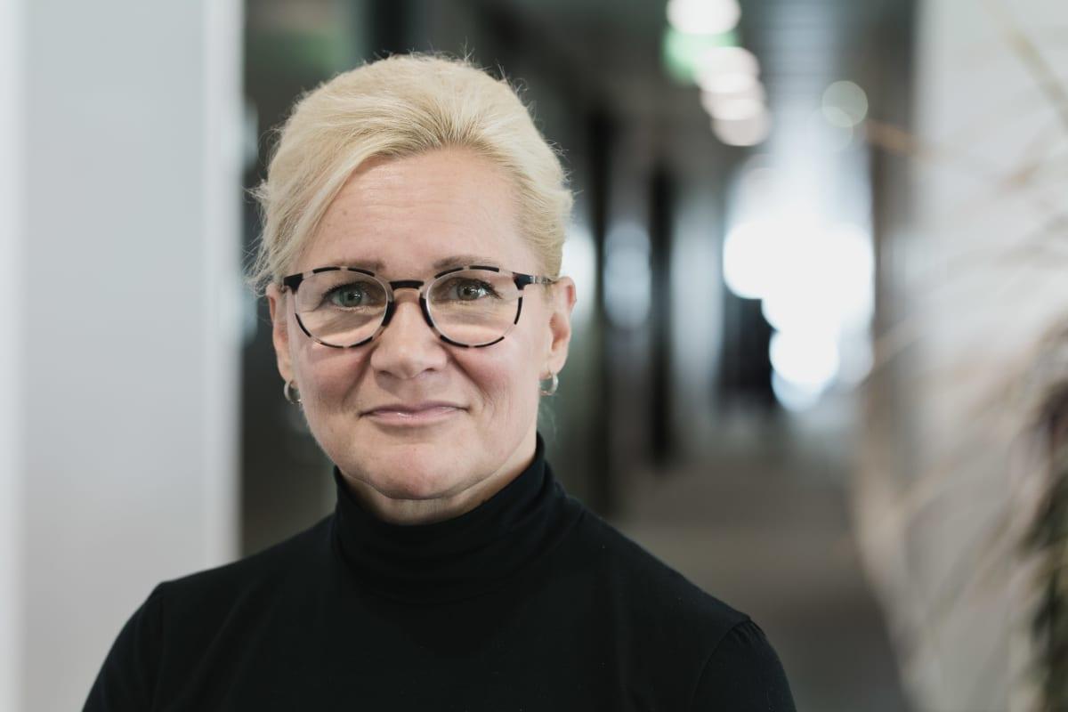 ISS:n henkilöstöjohtaja Sari Suono-Rasehorn työllistää maahanmuuttajia. Helsinki 27.8.2019