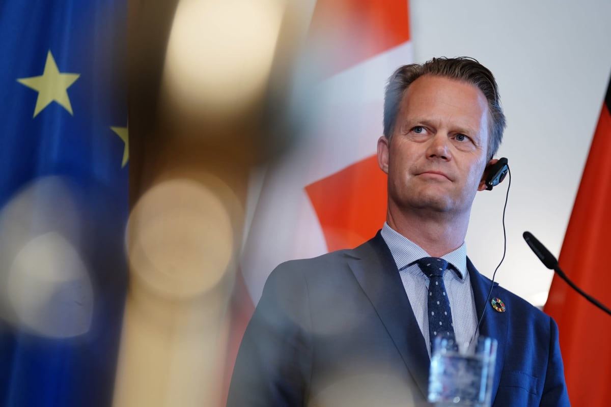 Tanskan ulkoministerin Jeppe Kofodin mukaan konsuliavun tarjoaminen terroristiliikkeisiin liittyneille ei ole perusteltua.