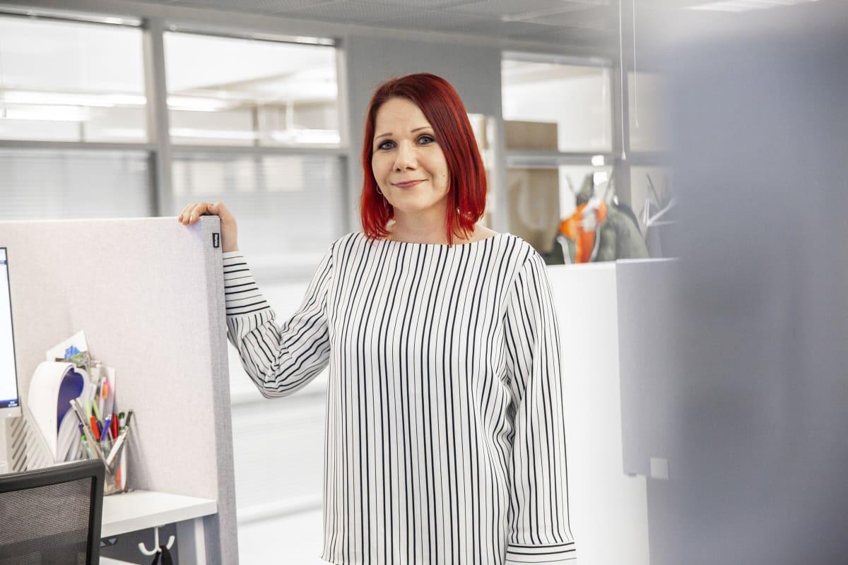 Jätekukon palvelupäällikkö Kati Malinen Jätekukon toimistolla Kuopiossa.