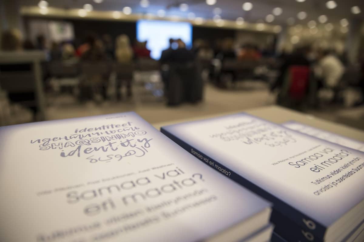Viittä kieliryhmää koskeva tutkimus julkistettiin keskiviikkona Helsingin kaupungintalolla. Tutkimus selvitti arvoja, asenteita, luottamusta ja identiteettiä.