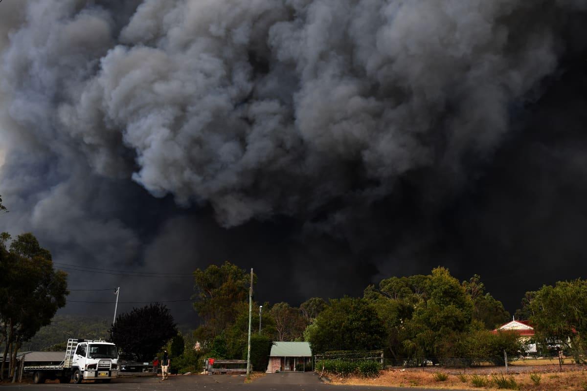 Metsäpalojen savua Sydneyn lähellä