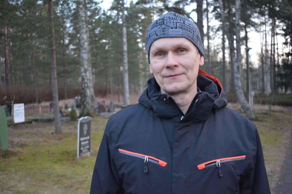 Hautausmaan päällikkö Pekka Sorri.