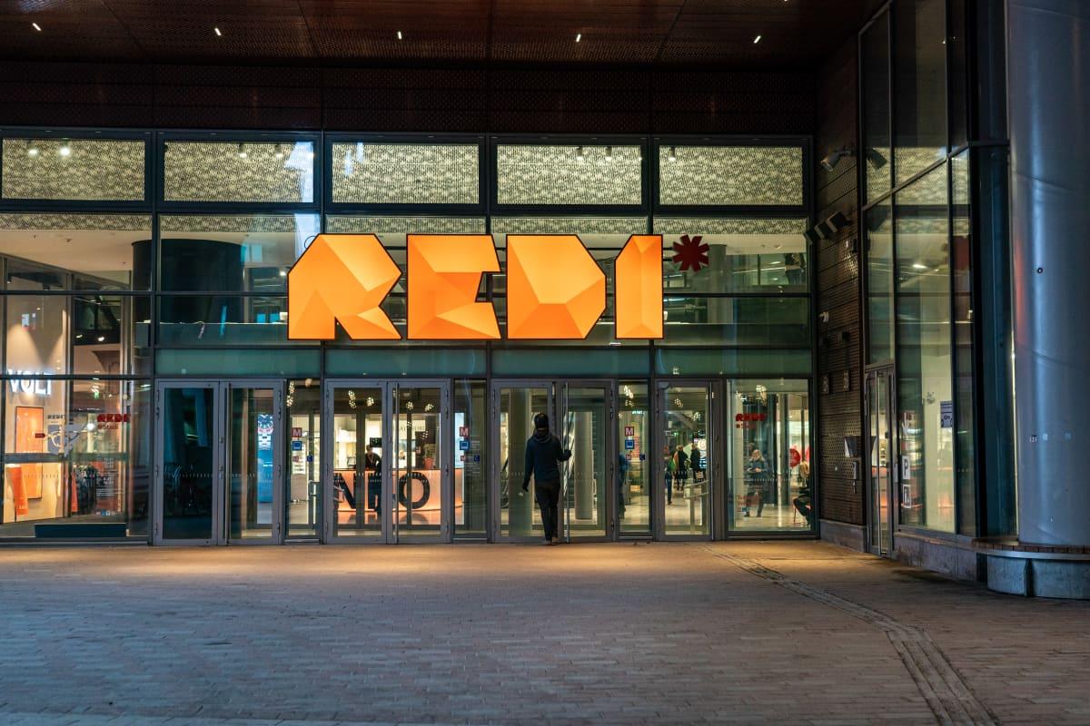 Kauppakeskus Redin sisäänkäynti.